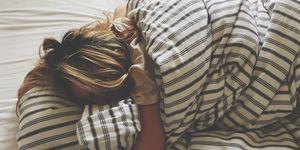 bed slapen vrouw