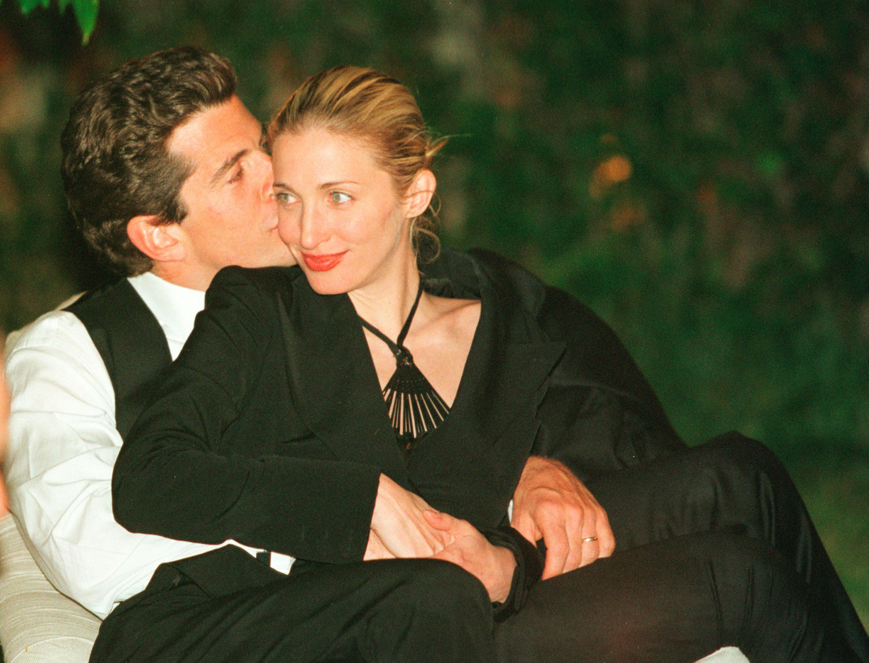 Inside The Turbulent Final Days Of Jfk Jr S Marriage To Carolyn Bessette