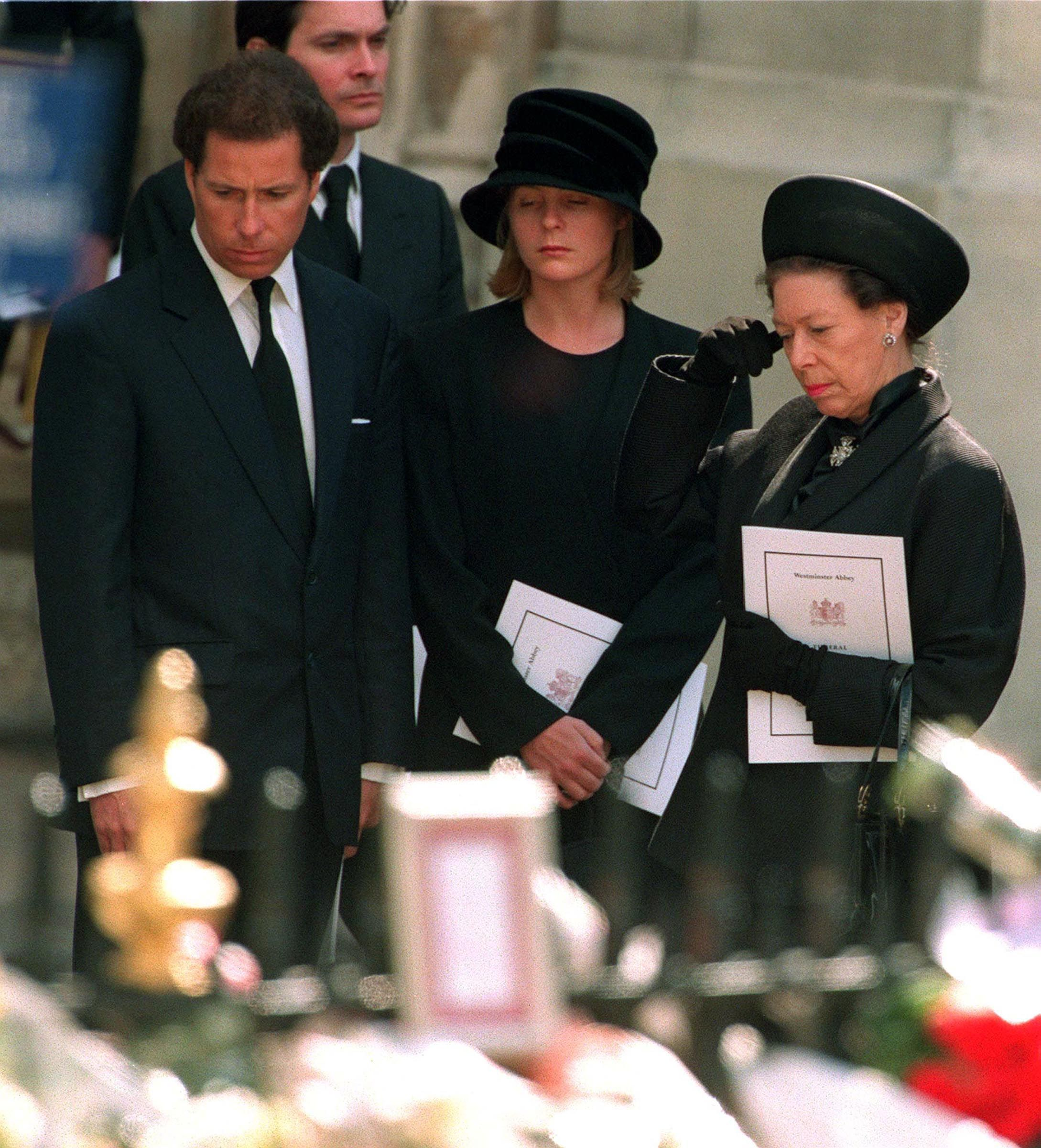 princess diana funeral photos 30 unforgettable moments at the funeral of princess diana princess diana funeral photos 30