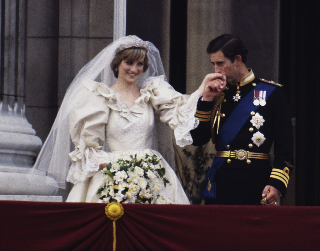 Princess Diana Ghost At Prince William S Wedding.Watch Princess Diana S Wedding Day Newly Restored Footage Of