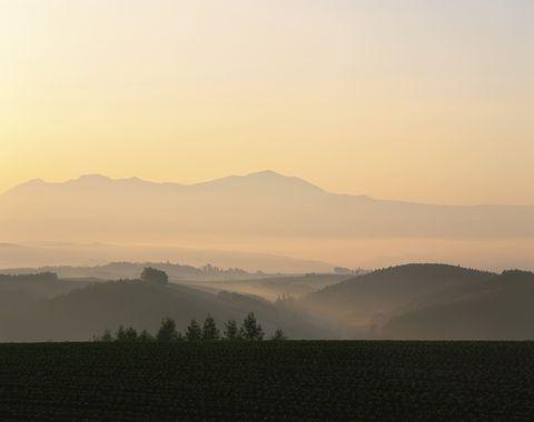 Sky, Atmospheric phenomenon, Morning, Cloud, Hill, Natural landscape, Sunrise, Mist, Mountain, Haze,