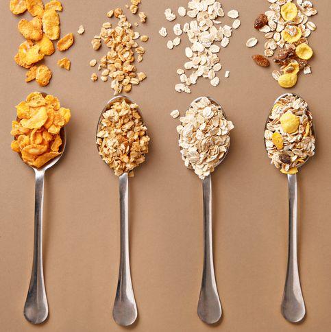 cuatro cucharas con cereales integrales