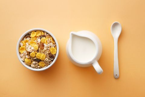 Breakfast cereal, Food, Meal, Corn flakes, Breakfast, Cuisine, Dish, Granola, Spoon, Cereal,