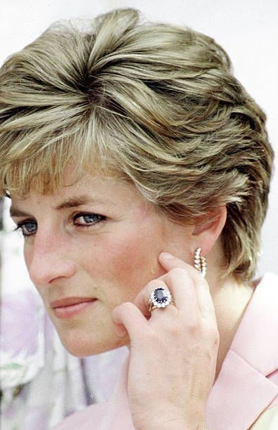 ダイアナ元妃 サファイア 婚約指輪 ロイヤルファミリー
