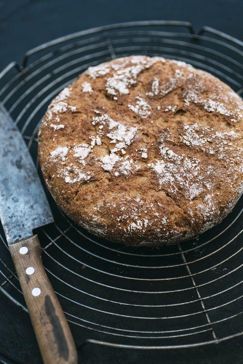 Amaranth Spelt bread and knife on cooling grid