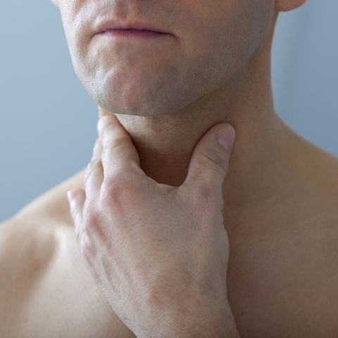 Sore throat gonorrhea symptom in men