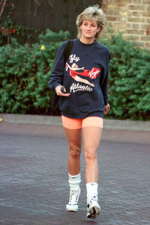 Footwear, Running, Recreation, Snapshot, Knee, Joint, Human leg, Leg, Thigh, Individual sports,