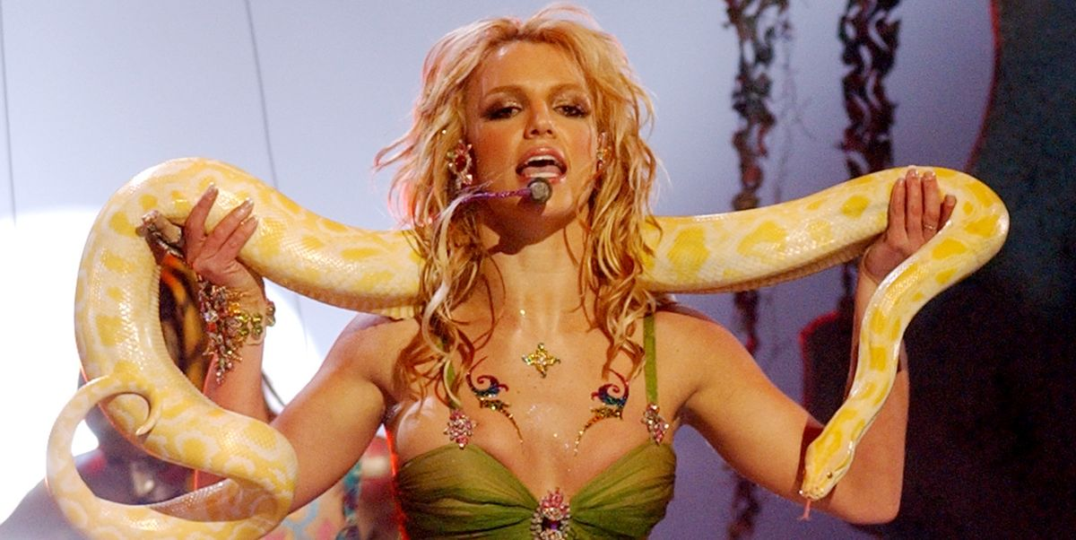 10 Genius Britney Spears Halloween Costumes That Only True '90s Babies Will Get