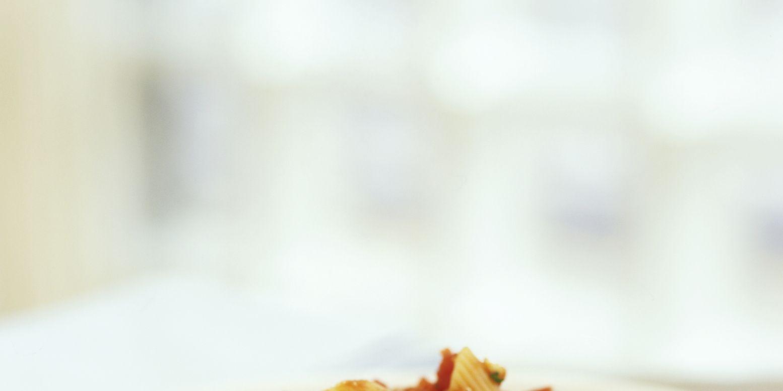 Penne all'arrabbiata (Pasta with tomato and chilli sauce)