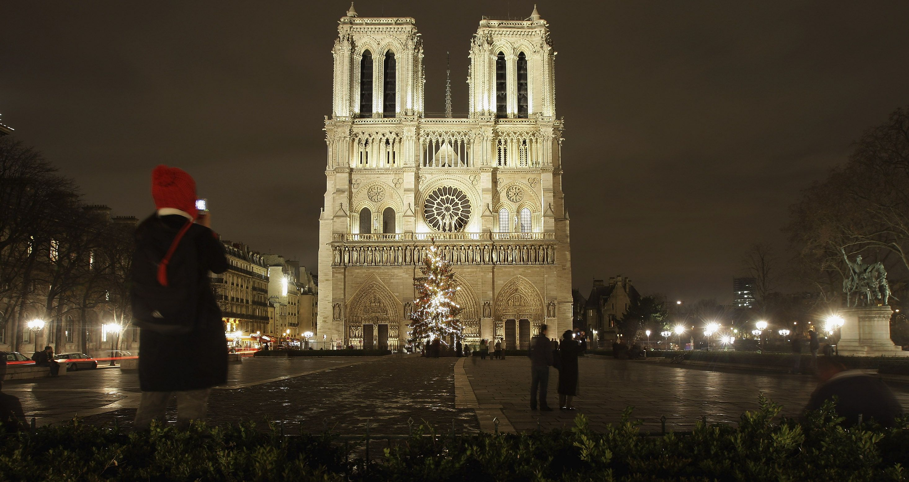 Paris\'s Notre Dame Cathedral is Crumbling and Needs To Raise Money ...