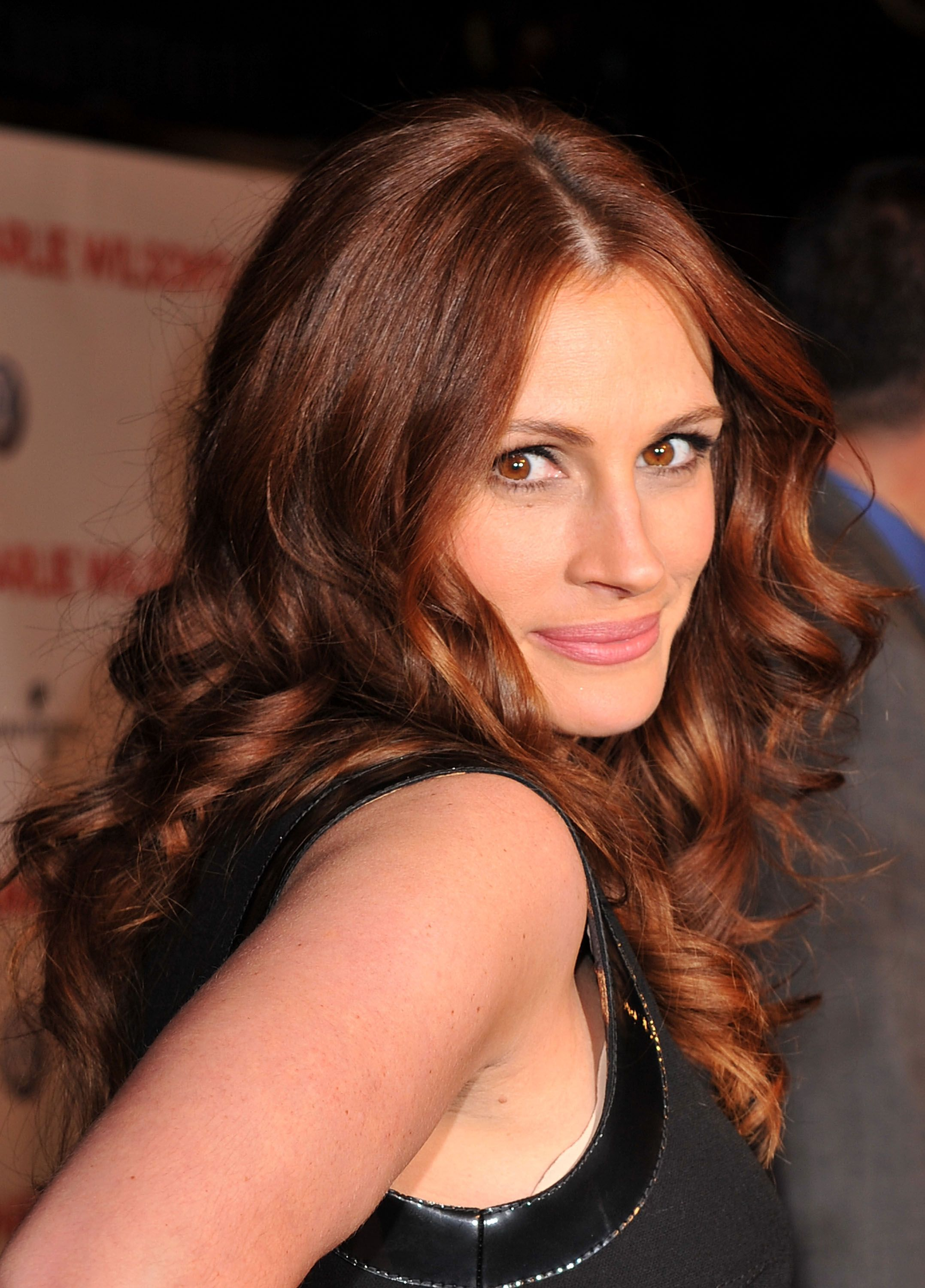 Julia Roberts' Rosewood Brown Hue