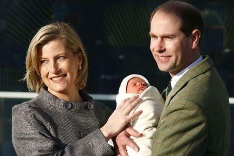 セヴァーン子爵ジェームズ エリザベス女王 エドワード王子 ソフィー妃 レディ・ルイーズ・ウィンザー