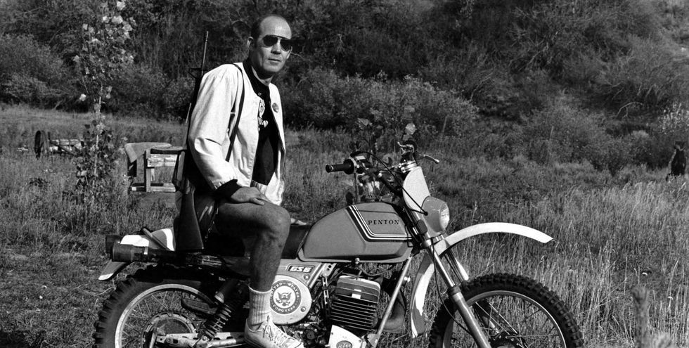 30 Retro Photos Of Celebrities Looking Cool On Motorcycles