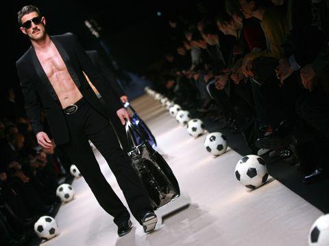 Fashion, Runway, Fashion design, Fashion model, Event, Fashion show, Performance, Model, Formal wear, Haute couture,