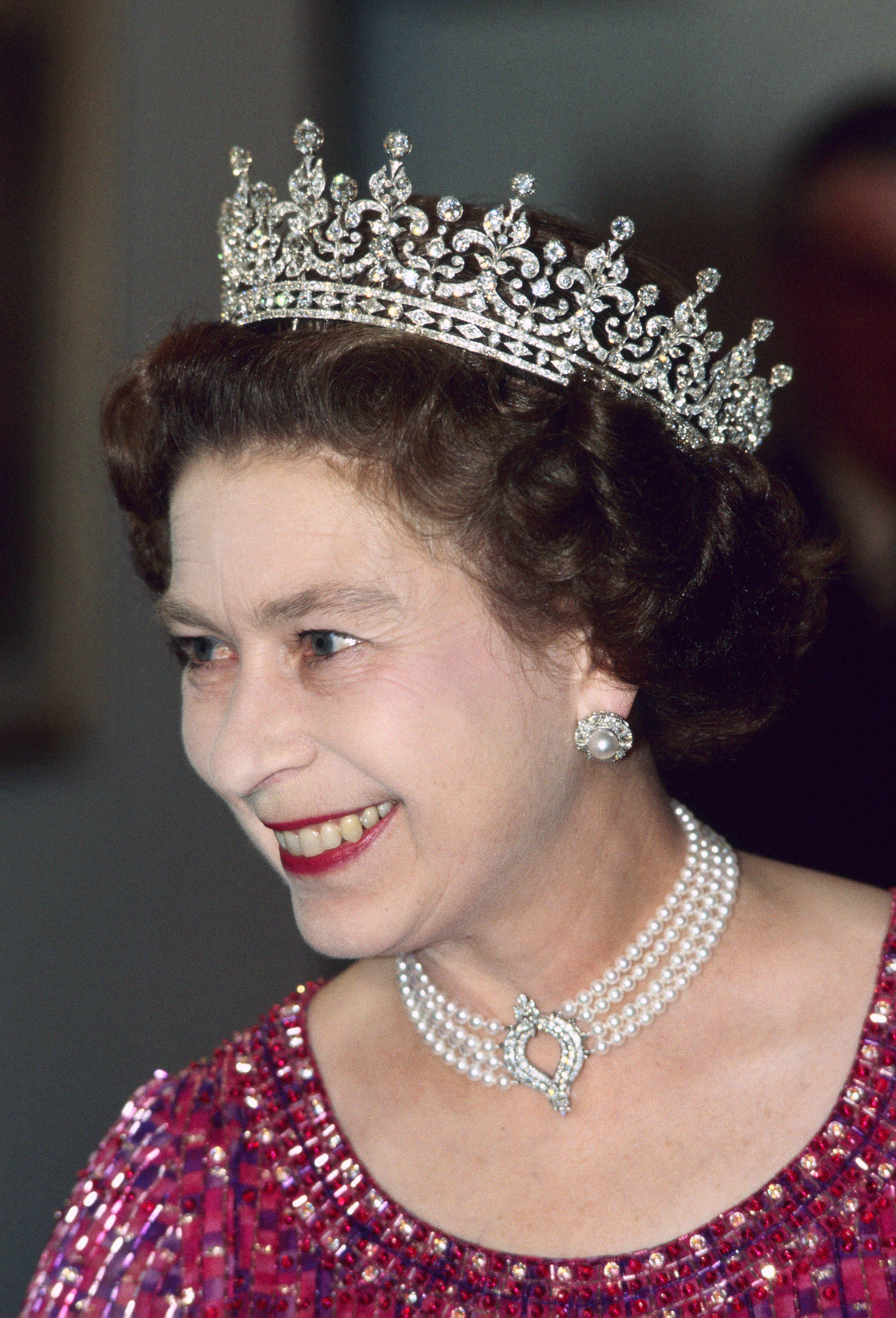 Queen Elizabeth S Most Beautiful Jewels Pictures Of The Tiaras Crowns
