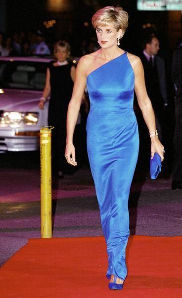 Lo stile di Lady Diana Lady Diana in abito Gianni Versace alla cena di charity al Victor Chang Cardiac Research Institute, Sydeny, 1996.