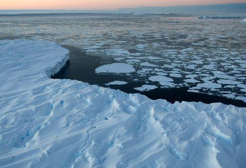 Ice, Polar ice cap, Arctic, Arctic ocean, Sea ice, Ocean, Melting, Natural environment, Freezing, Water,