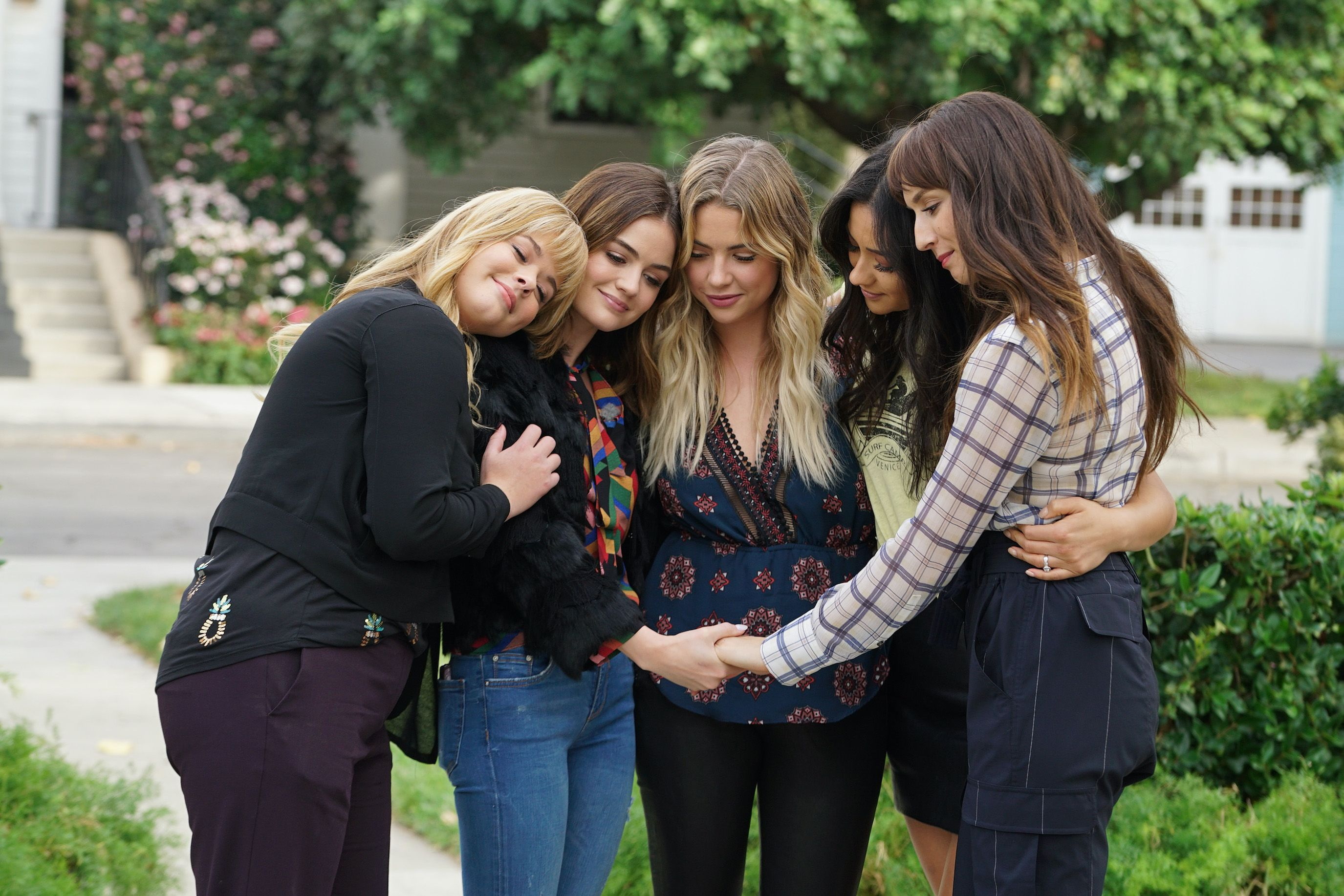The 'Pretty Little Liars' Reboot Has Found Its First Two Liars