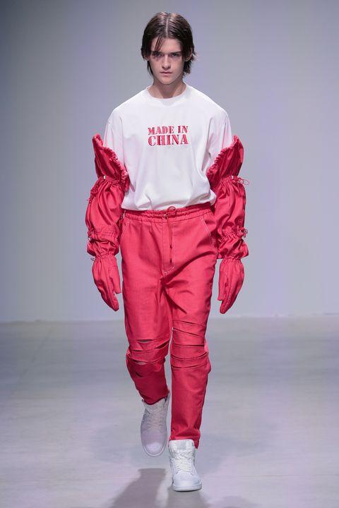 Sleeve, Shoulder, Textile, Joint, Style, Bag, Carmine, Fashion, Fashion model, Knee,