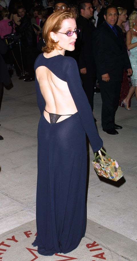 387028 38 actress gillian anderson arrives at the vanity fair post oscar party march 25, 2001 at mortons restaurant in west hollywood photo by jason kirkgetty images