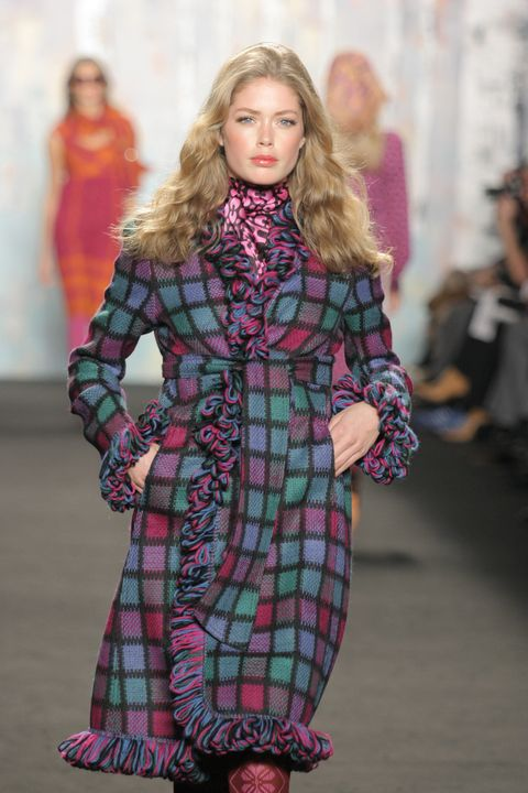 Fashion, Fashion model, Fashion show, Runway, Clothing, Tartan, Pattern, Design, Textile, Plaid,