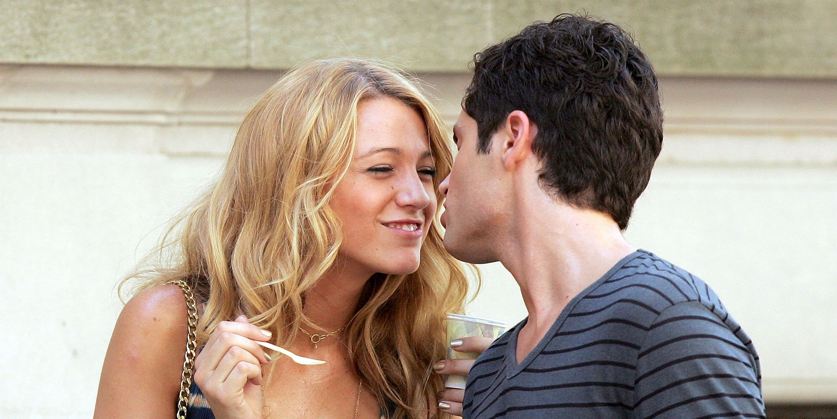 Real-life couple Blake Lively and Penn Badgley shooting Gossip Girl