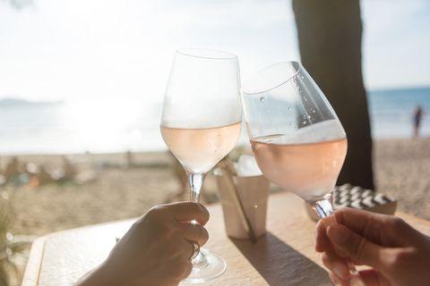 Champagne stemware, Wine glass, Stemware, Drink, Glass, Alcoholic beverage, Drinkware, Wine, Water, Alcohol,