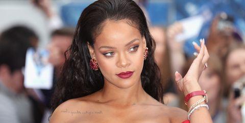 Hair, Beauty, Hairstyle, Lip, Brown hair, Model, Long hair, Black hair, Premiere, Chest,