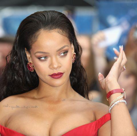 Hair, Beauty, Lip, Hairstyle, Model, Long hair, Black hair, Brown hair, Premiere, Chest,