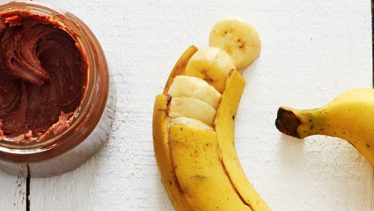 sliced banana with pb2