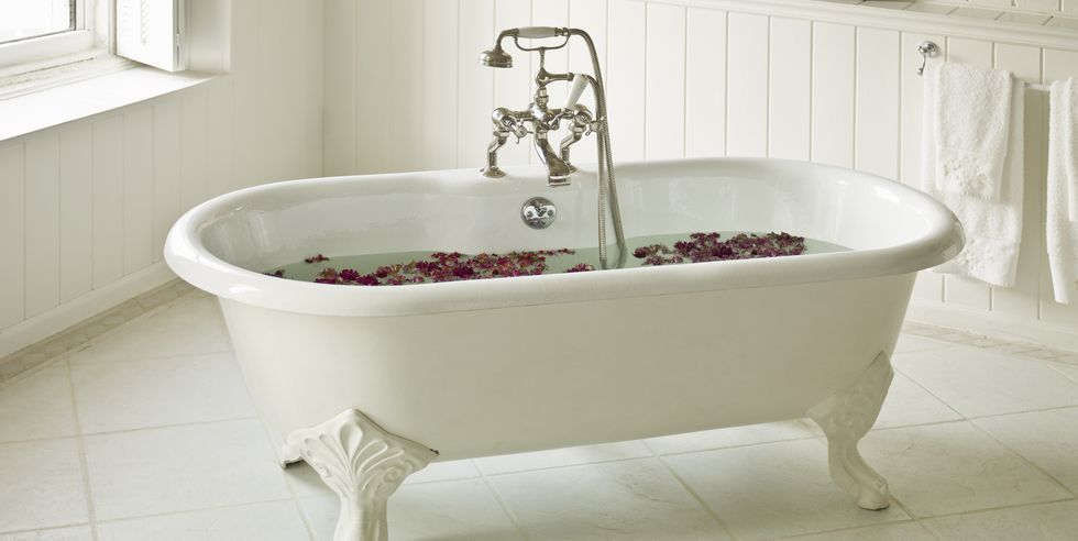 Hot Bath Benefits - 7 Reasons Why Hot Baths Are Good For Your Health