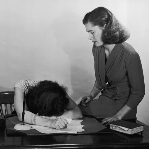mujer escritorio