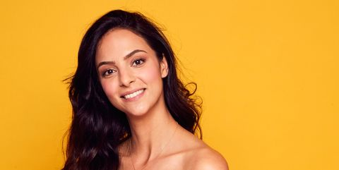 Hair, Face, Shoulder, Yellow, Beauty, Hairstyle, Photo shoot, Skin, Lip, Smile,