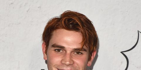 Hair, Hairstyle, Forehead, Chin, Premiere, White-collar worker, Facial hair, Smile, Jaw, Fictional character,