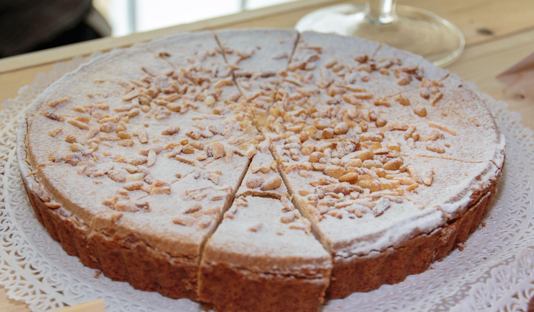 La torta della nonna è la ricetta dolce e delicata che vi farà tornare subito bambini, e si prepara così