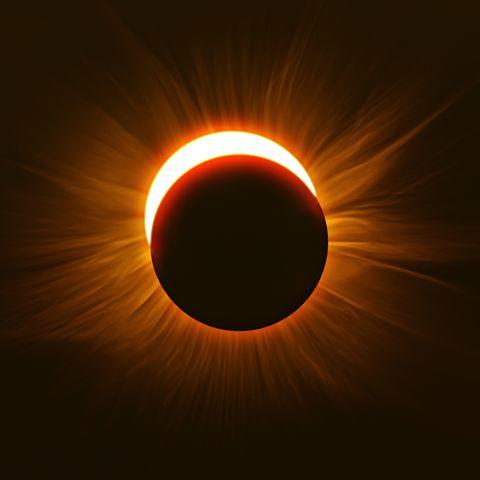 Corona, Light, Eclipse, Sun, Atmosphere, Astronomical object, Heat, Circle, Sky, Celestial event,