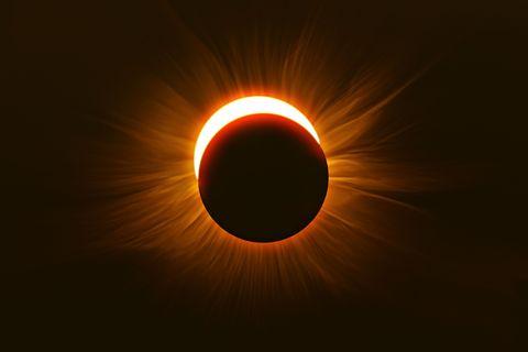 Corona, Eclipse, Light, Sun, Atmosphere, Amber, Astronomical object, Heat, Circle, Sky,