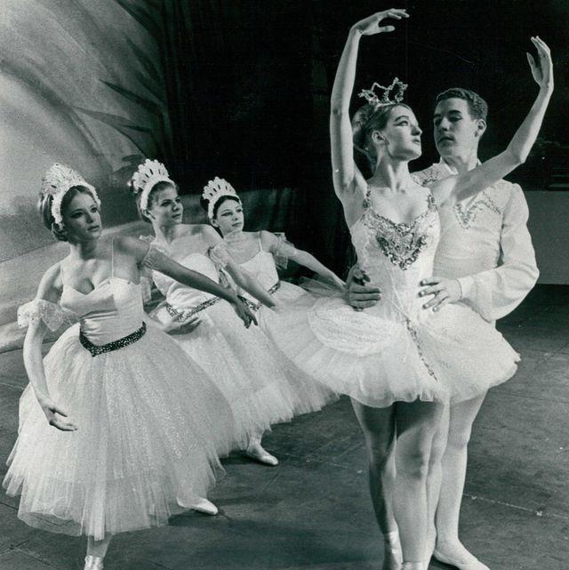 Dancer, Dance, Choreography, Ballet dancer, Ballet, Performing arts, Footwear, Ballet master, Event, Ballet tutu,