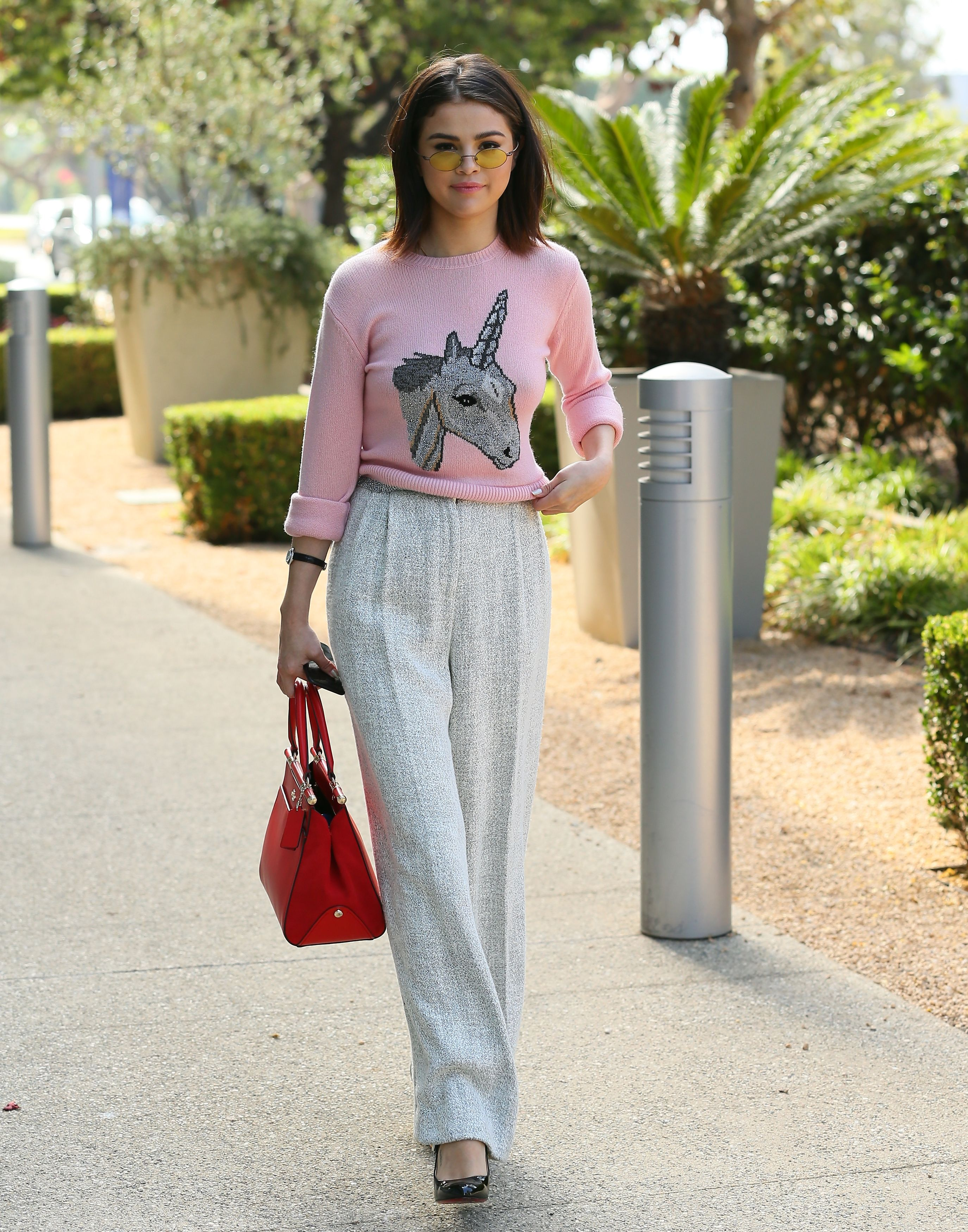 641d0554408cf6 Best Selena Gomez Outfits - Cutest Selena Gomez Looks and Street Style