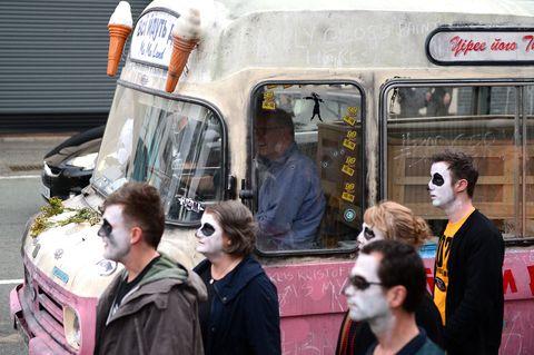 Transport, Mode of transport, Vehicle, Human, Fun, Street, Pedestrian, Car, Vacation, Fictional character,