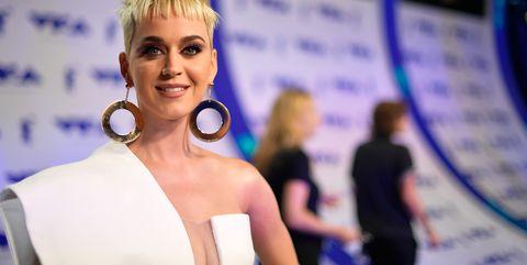 Earrings, Hairstyle, Shoulder, Eyelash, Style, Fashion accessory, Fashion, Blond, Model, Electric blue,