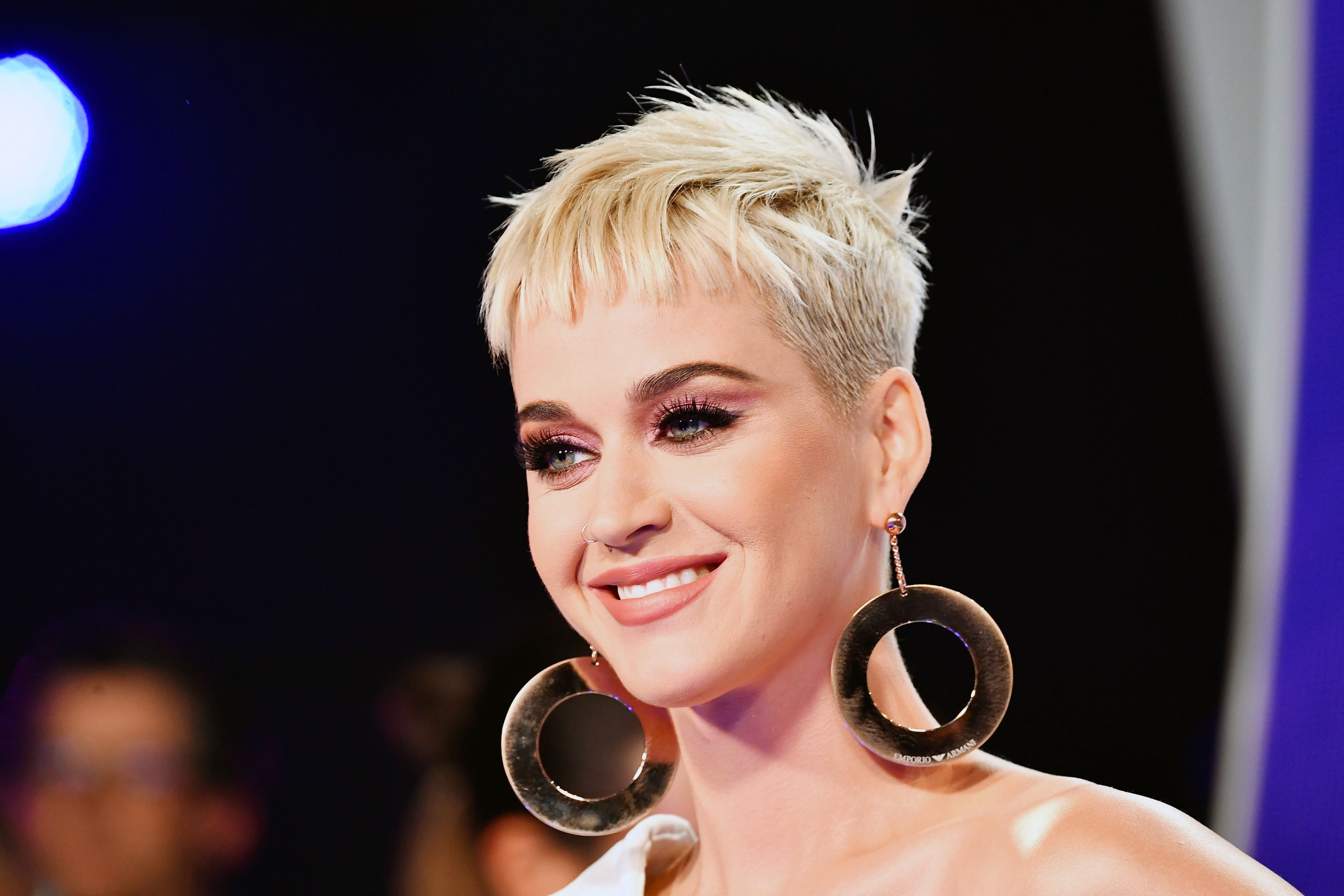 Katy Perry Got Long, Blonde Hair and Looks Like a Completely Different Person