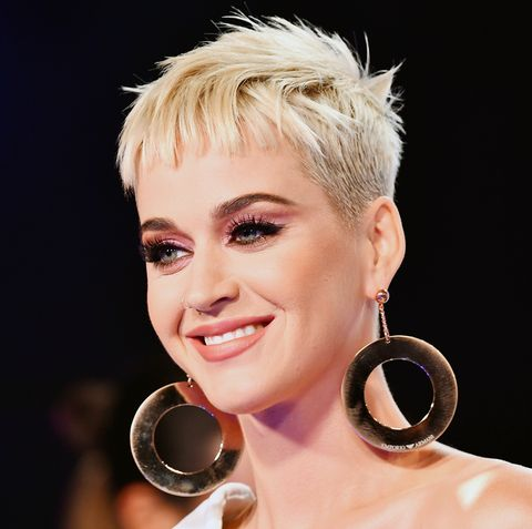 Katy Perry Got Long Blonde Hair And Looks Completely Different