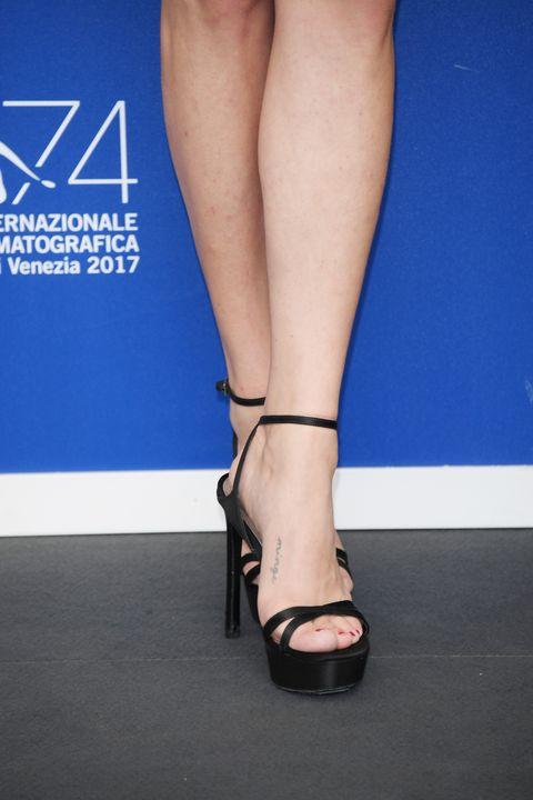Footwear, Human leg, Leg, High heels, Ankle, Foot, Sandal, Shoe, Joint, Calf,