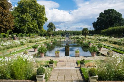 london, england   august 30  a general view of the sunken garden, which has been transformed into a white garden in memory of princess diana at kensington palace on august 31, 2017 in london, england  photo by samir husseinsamir husseinwireimage