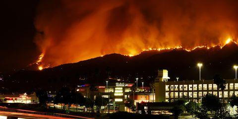 Sky, Night, Fire, Wildfire, Lighting, Smoke, City, Heat, Geological phenomenon, Metropolitan area,