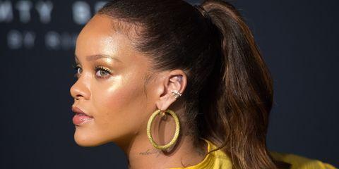 Hair, Face, Ear, Hairstyle, Chin, Beauty, Yellow, Head, Eyebrow, Cheek,