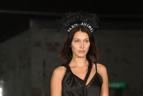 Hair, Fashion, Clothing, Beauty, Hairstyle, Fashion model, Model, Runway, Headgear, Black hair,