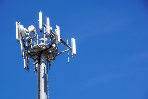 Blue, Sky, Telecommunications engineering, Technology, Public utility, Electronic device, Space, Antenna, Vehicle, Cellular network,