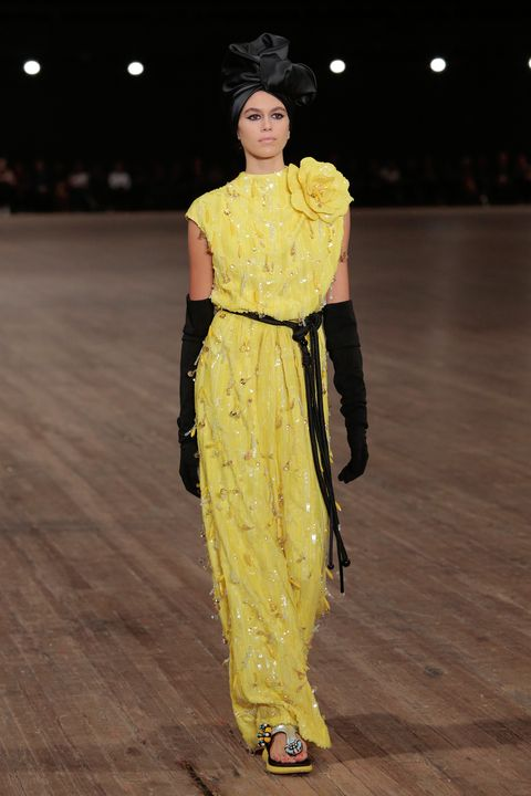 Fashion model, Fashion, Fashion show, Clothing, Runway, Yellow, Fashion design, Haute couture, Event, Shoulder,